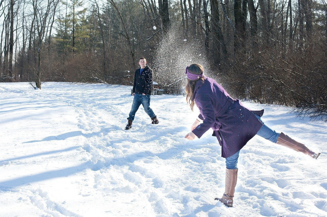 snowball-fight-578445_1280.jpg